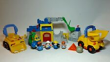 FISHER-PRICE LITTLE PEOPLE CONSTRUCTION LOT-  2 BUILDINGS+ 3 VEHICLES + 4 PEOPLE