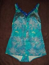 ONE piece swimsuit/skirt WONEN'S SIZE 10? (CAN NOT READ THE TAG) ZIPPER IN FRONT