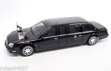 2001 Cadillac DeVille U.S. Presidential Limousine 1:24 Lucky Die-Cast 24018