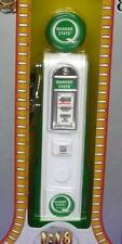 QUAKER STATE PETROL GAS PUMP METAL BODY 1:18 98801 YATMING ROAD SIGNATURE