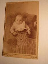 München - kleines Kind - Baby im Sessel / CDV