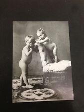 RIPRODUZIONE FOTO ALINARI BAMBINI IN SALA DI POSA 9X12 CM 1890 (1)