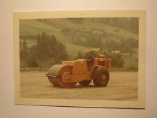 Mann bei der Arbeit mit Walze - Baumaschine Walzenzug - Firma Tramac / Foto