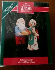 1992 MR & MRS CLAUS # 7 *GIFT EXCHANGE *