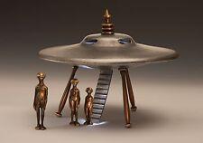 SCOTT NELLES FLYING SAUCER with Alien Family of 3