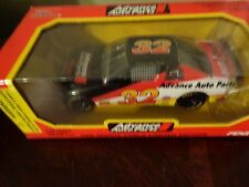 1995 Racing Champions 1:24 # 32 Advance Auto Parts Ford Thunderbird