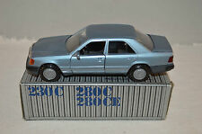 Cursor 1084 Mercedes-Benz 200 - 300 E in mint condition 1:35 made in Germany
