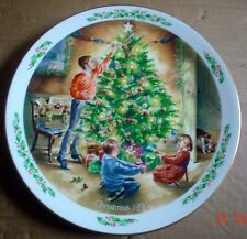 Royal Doulton Collectors Plate FAMILY CHRISTMAS - THE FINISHING TOUCH 1990