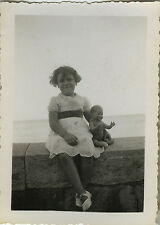PHOTO ANCIENNE - VINTAGE SNAPSHOT - ENFANT POUPON POUPÉE JOUET - DOLL TOY GIRL