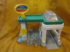 Fisher Price Geo Trax GeoMotion Gas 'n Go Station Moving Parts Works Train Toy