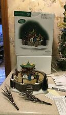 "Dept 56 Dickens Village "" TOWN SQUARE MARKET "" ANIMATED Skating RARE #58590 Mint"