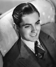 Tyrone Power UNSIGNED photo - D1649 - HANDSOME!!!!