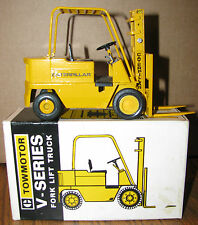 Caterpillar Cat V-Series  Lift Fork Truck GESCHA Conrad #2980 West Germany 1:25