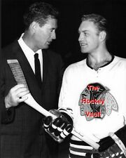 Ted WILLIAMS CHATS with Bobby HULL The GOLDEN JET Blackhawks BOSTON Red SOX 8X10