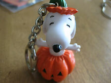 RARE VINTAGE Snoopy-in-Pumpkin-Halloween KEY RING KEY CHAIN