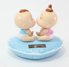 Solar Powered Bobble Head Kissing Boy And Girl Home Decoration Car Decoration