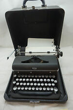 VINTAGE ROYAL TYPEWRITER QUIET DELUXE MODEL PORTABLE MANUAL WITH CASE 1940s