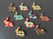 10 X RABBIT SHAPED WOOD MIXED COLOURS BUTTONS-SCRAP BOOKING - SEWING