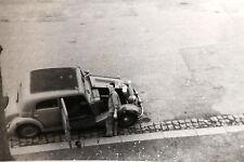 15961 Privat Foto alter Pkw 50er/60er Jahre mit offener Motorklappe