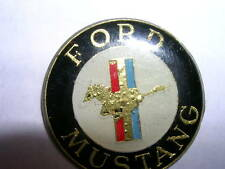 PIN'S  VOITURES  /  SIGLE FORD MUSTANG