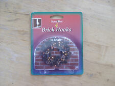 SANTA'S BEST EZ LIGHT BRICK WREATH HOOKS SET OF 4 – PLASTIC