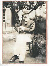 C891 Photographie originale ancienne Homme chapeau mode fashion jardin