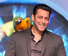 Salman Khan UNSIGNED photo - G680 - Indian film actor & TV personality