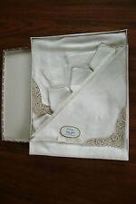 VINTAGE VICTORY Linen Tea Set of Embroidered Tablecloth, 4 Napkins