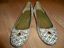 ENZO ANGIOLINI GOLD & OFF WHITE BASKETWEAVE KEY HOLD FRONT FLAT SHOES 8M NEW