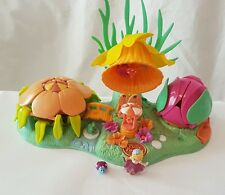 Polly Pocket Petal Village Totally Flowers Variation  with Figures 1997