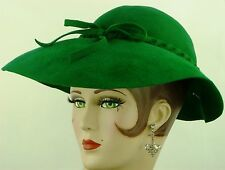 VINTAGE HAT 1930s FRENCH SLOUCH HAT, VIVID EMERALD GREEN FELT w PEARLY JABOT PIN