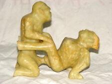 art populaire curiosa: scène érotique couple statues, Matériel: Jade