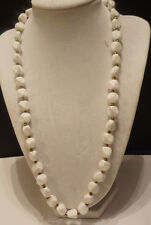 Vintage white resin beadede necklace