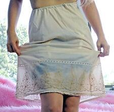 VTG Munsingwear Beige Fancy Wide Embroidered Bottom Nylon Half Slip Skirt sz M