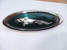 Jaguar Saltarín frente Emblema Insignia Capó Capó rejilla