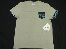 NWT NEW Mens Akademiks T-Shirt Hampton Printed Pocket Tee Grey Urban Size M L140