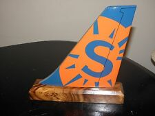 SUN COUNTRY AIRPLANE TAIL AIRLINE WOOD DESK MODEL PILOT F/A CHRISTMAS GIFT NEW !