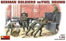 MODEL KIT FIGURES MIN35041 - Miniart 1:35 - German soldiers w/ fuel drums