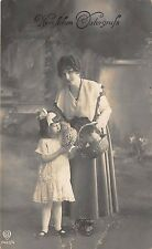 BG14766 woman with girl and egg  easter ostern germany