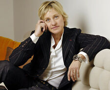 Ellen DeGeneres UNSIGNED photo - H793 - GORGEOUS!!!!