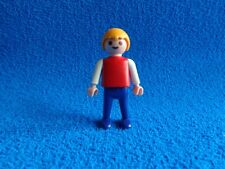 Playmobil Niño camiseta roja pantalon azul Boy red shirt blue trouser años 70