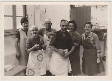 ANCIENNE PHOTO COLONIE DE VACANCES TUDY- ANNEE 1967 - PERSONNEL CUISINE TABLIERS