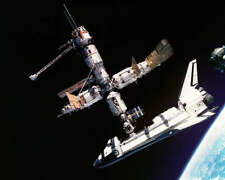SPACE SHUTTLE ATLANTIS DOCKED TO MIR 8x10 PHOTO NASA