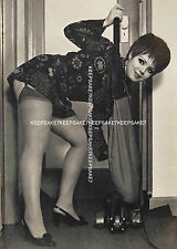 THE PERFECT HOUSEWIFE UPSKIRT NYLON STOCKINGS LEGGY 5x7 PHOTO K18732