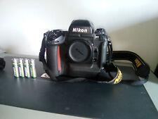 Nikon F5 - argentique 35mm - IMPECABLE (8 piles recharbles energizer incluses)