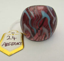 A PURPLE,WHITE & BLUE ABSTRACT MURANO STYLE GLASS RING. UK-Q. US--8.   (24)