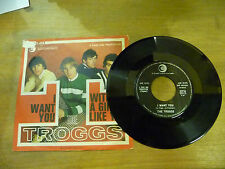 "THE TROGGS""WITH A GIRL LIKE YOU- disco 45 giri RICORDI Italy 1966"""