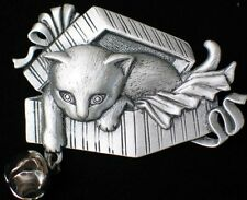 JJ Pewter Playing Package Present Hiding Kitten Kitty Cat Pin Brooch Jewelry 2""
