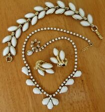 1950's CROWN TRIFARI Signed White Milk Glass & Gold Necklace 4 Pc Set Vintage