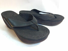 super comfy INDIGO BY CLARKS black leather & printed wedge heel thong sandals 6